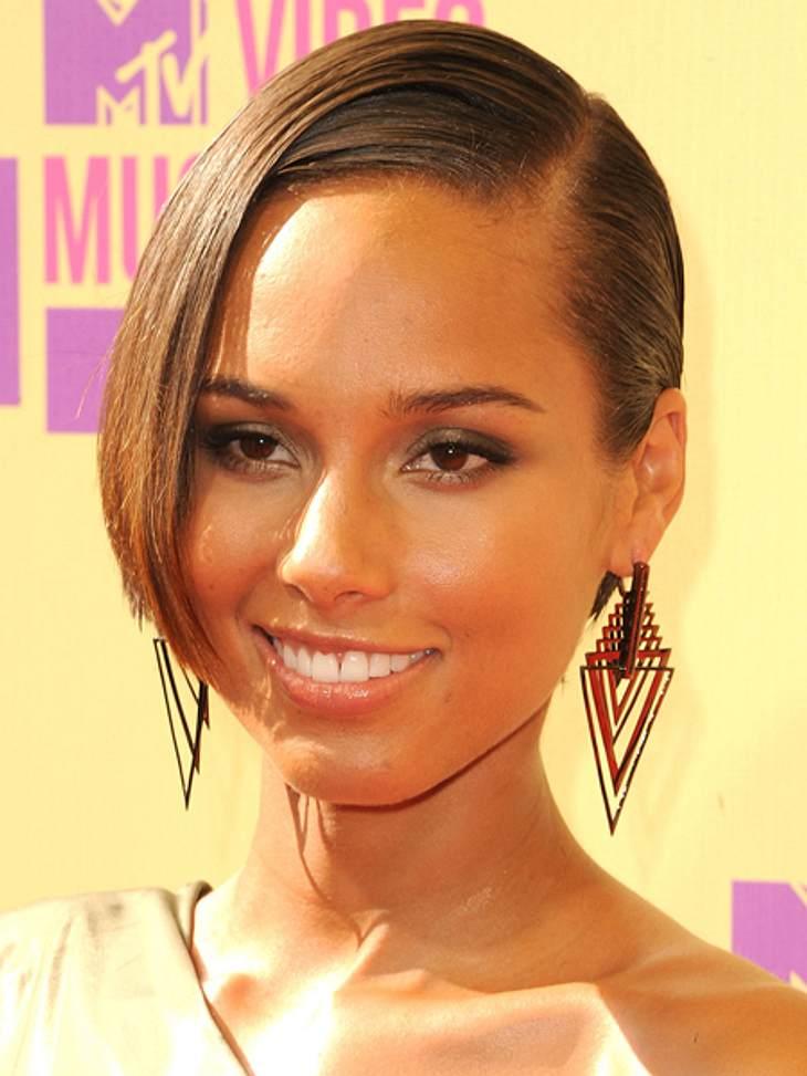 Der Style der VMA 2012: Tops & FlopsAuch Alicia Keys (31) trug große Ohrringe in Dreiecksform.