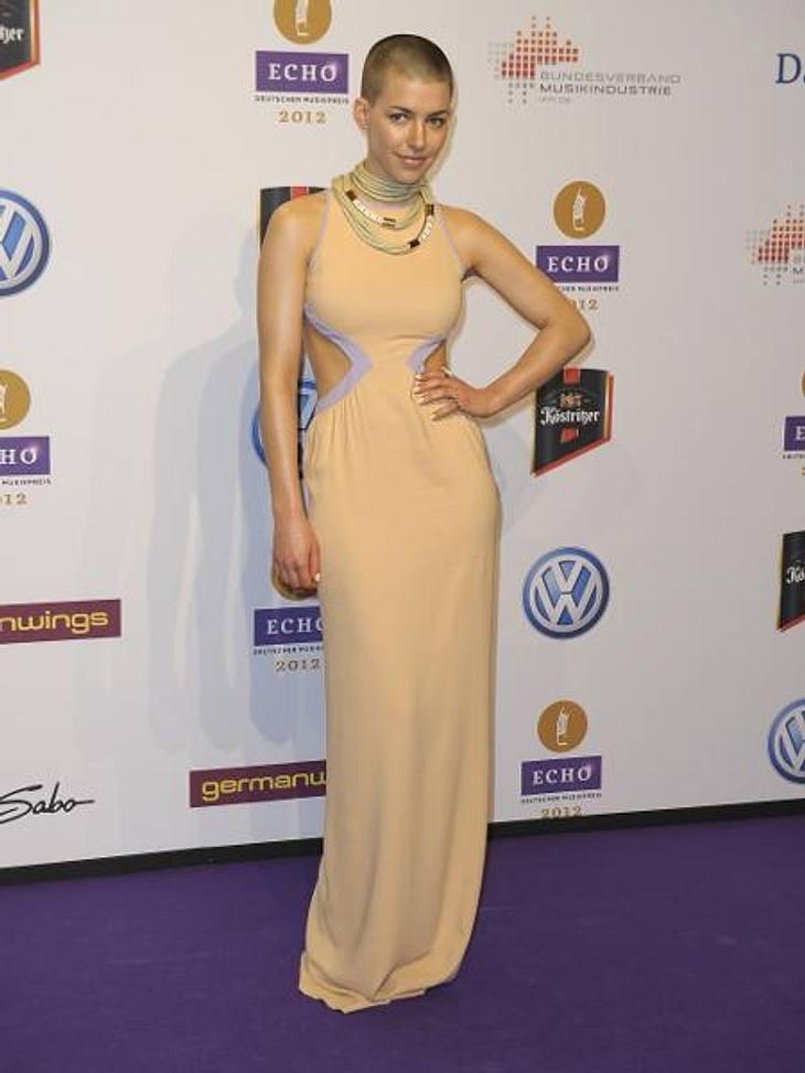 """Die deutschen It-GirlsDas neue Markenzeichen von Sängerin Alina Süggeler (27): die Glatze. """"Ich will so pur wie möglich wirken"""", erklärte die """"Frida Gold""""-Sängerin selbstbewusst. Anfang des Jahres fand Alina auf Pro7 &qu"""