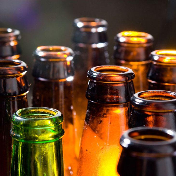 Familie trinkt Alkohol - danach sind sie tot!