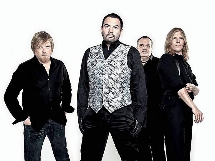"""Das Bühnen-Comeback des Jahres liefert die Band """"Alphaville"""" in Düsseldorf. Aus ihrem aktuellen Album """" Catching Rays On Giant"""" werden sie die Single """"I die for you tonight"""" vorstellen."""