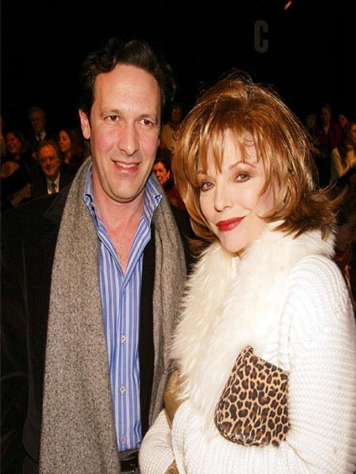 Prominente Paare mit großem AltersunterschiedDer Theatermanager Percy Gibson (44) ist Joan Collins (76) fünfter Ehemann. Im Februar 2002 gaben sie sich das Ja-Wort. ,