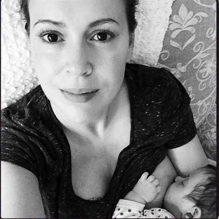 Alyssa Milano postet intimes Selfie vom Stillen