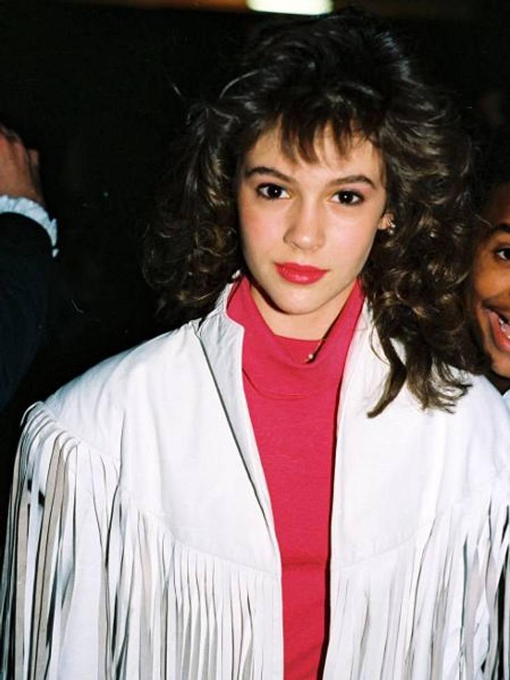 """Vom Kinderstar zum Sex-SexsymbolWas für ein schräge 80er-Jahre-Frise! Mit diesem Look startete die Schauspielerin in der Sitcom """"Wer ist hier der Boss?"""" 1984 im zarten Alter von 12 Jahren ihre Karriere. Erkennt Ihr sie?"""