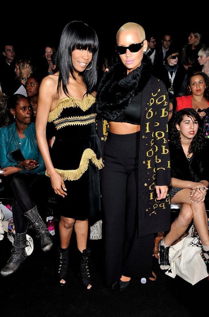 ,Die Outfits von Michelle Williams und Amber Rose sind farblich perfekt aufeinander abgestimmt.