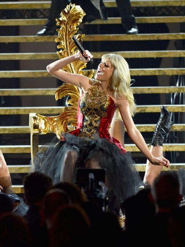 """""""American Music Awards 2012""""Taylor Swift, die als beste Country-Sängerin ausgezeichnet wurde, begeisterte wieder einmal ihr Publikum."""