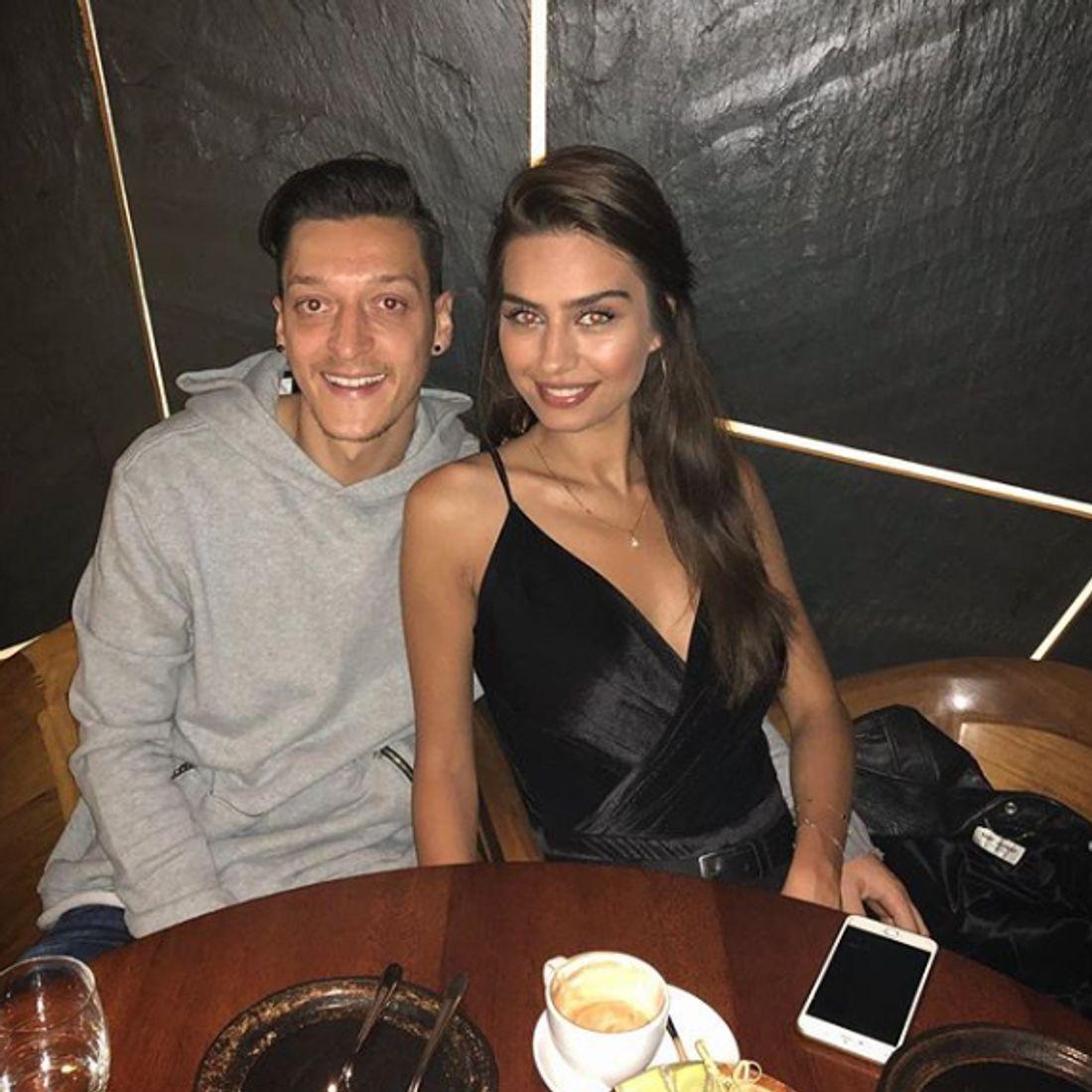 Bringt Mesut Özil seine Freundin Amine Gülse in Gefahr?