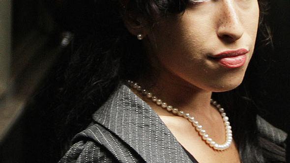 Stars in RehabEs waren die wohl erfolglosesten Entzugsversuche eines Stars: Amy Winehouse (†27) arbeitete redlich daran, endlich clean zu werden - vergeblich. Dabei soll ihr letzter Rehab-Besuch - laut ihrer Eltern - erfolgreich gewesen sei - Foto: GettyImages