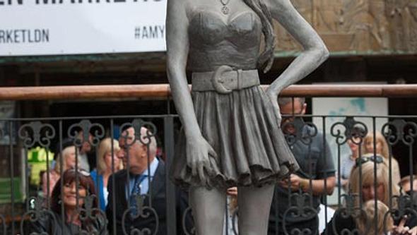 Unsterblich wird Amy nun für immer in Camden stehen - Foto: wenn