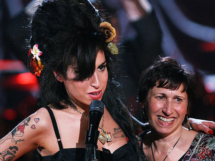 Amy Winehouse - Ihr Leben in BildernIhre Mutter Janis Winehouse hatte Amys frühes Ende kommen sehen. Sie war machtlos im Kampf gegen ihre Drogen- und Alkoholprobleme.