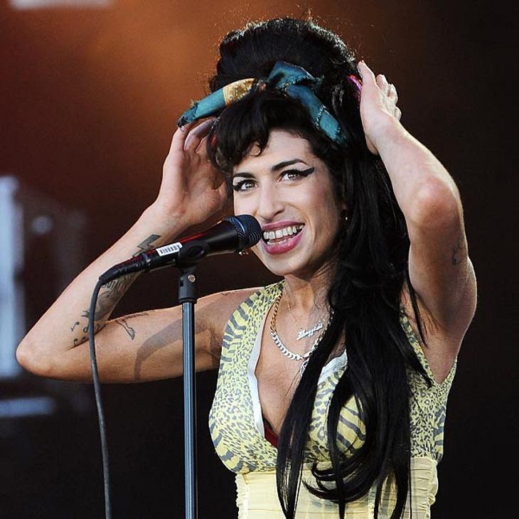 Amy Winehouse Einen Beehive Hochstecken Intouch