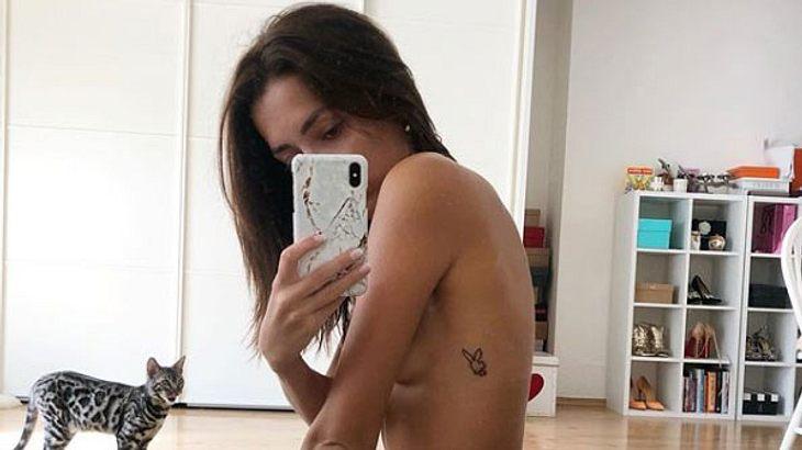 Anastasiya Avilova zeigt ihre nackten Brüste