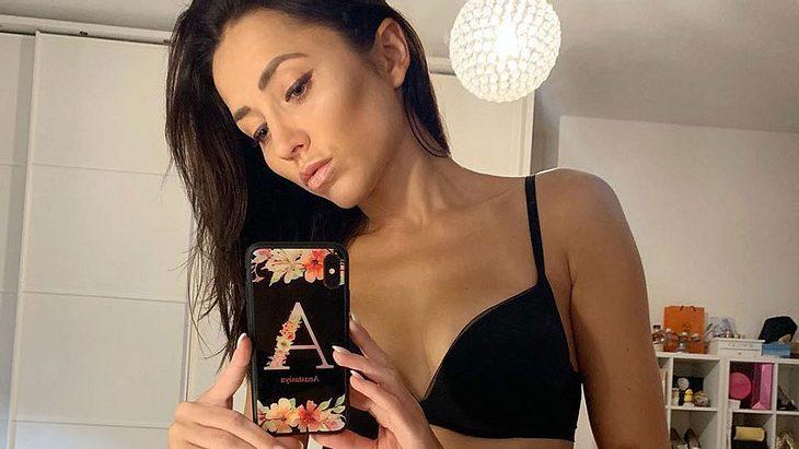 Anastasiya Avilova posiert in Unterwäsche