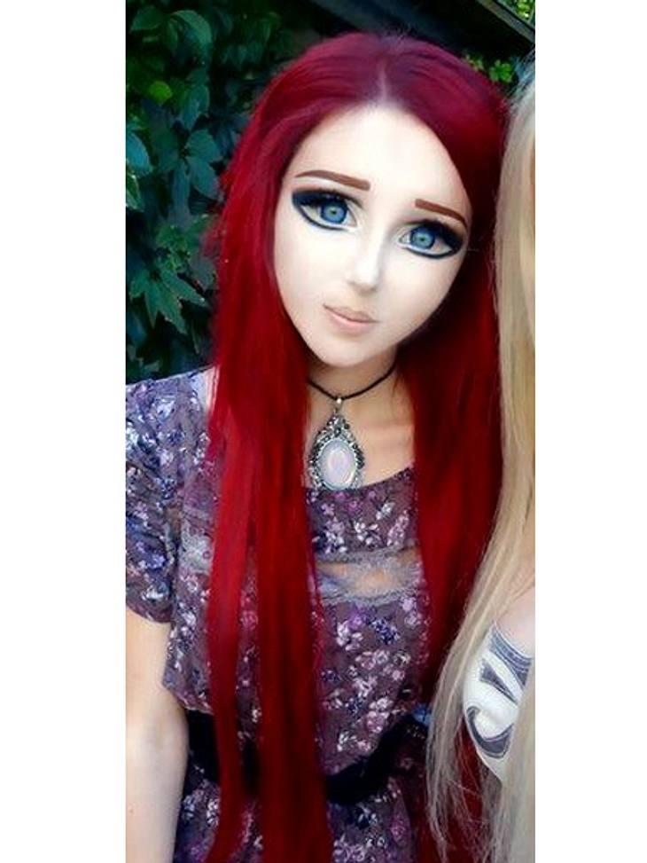 Das fleischgewordene Manga-Mädchen: Anastasiya Shpagina Zudem trägt sie für den Kulleraugen-Look spezielle Kontaktlinsen, die in einigen Ländern sogar verboten sind. Auch die künstlichen XXL-Wimpern dürfen nicht fehlen.