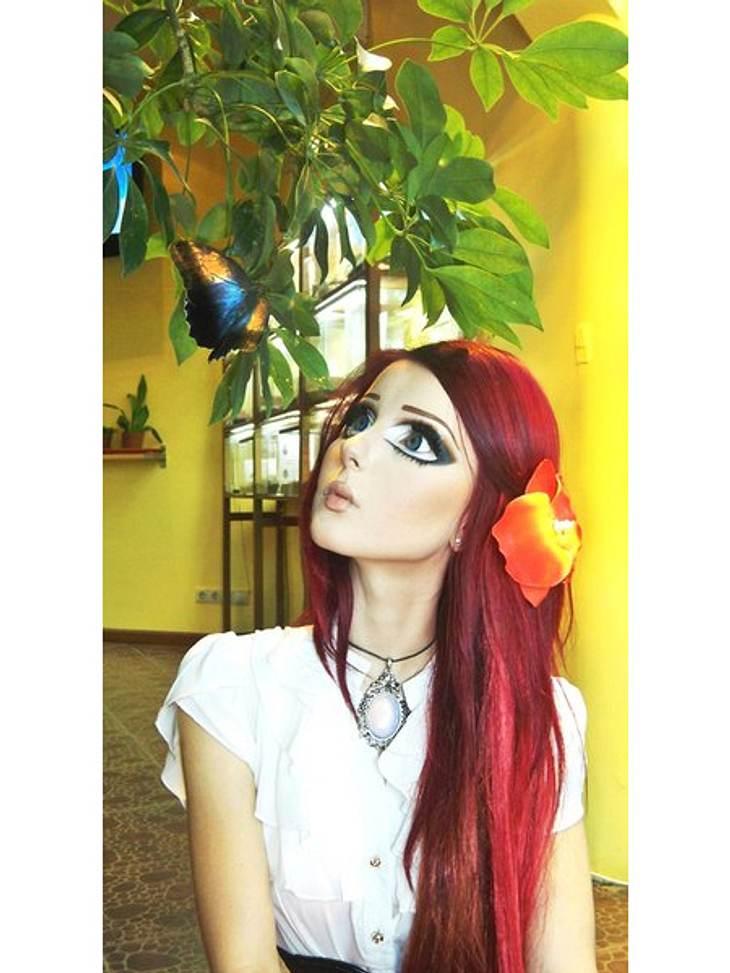 """Das fleischgewordene Manga-Mädchen: Anastasiya ShpaginaIn zwei bis drei Stunden verwandelt sie sich täglich in eine Manga-Figur. Bei so viel Make-up wie sie dafür braucht, liegt es Nahe, dass sie jetzt Markengesicht der Kosmetikfirma """""""