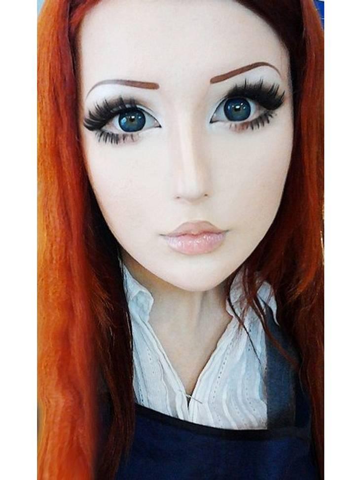 Das fleischgewordene Manga-Mädchen:Anastasiya ShpaginaMit gekonnt gesetzten Eyelinerstrichen und überdimensionalen Schattierungen des Lidschattens schminkt sie sich die manga-typischen Kulleraugen.