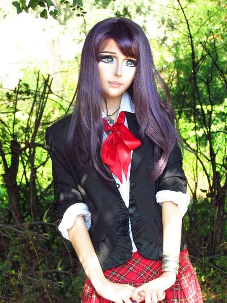 Das fleischgewordene Manga-Mädchen: Anastasiya ShpaginaPassend zum Manga-Look trägt sie auch extreme Haarfarben wie beispielsweise hier violett.