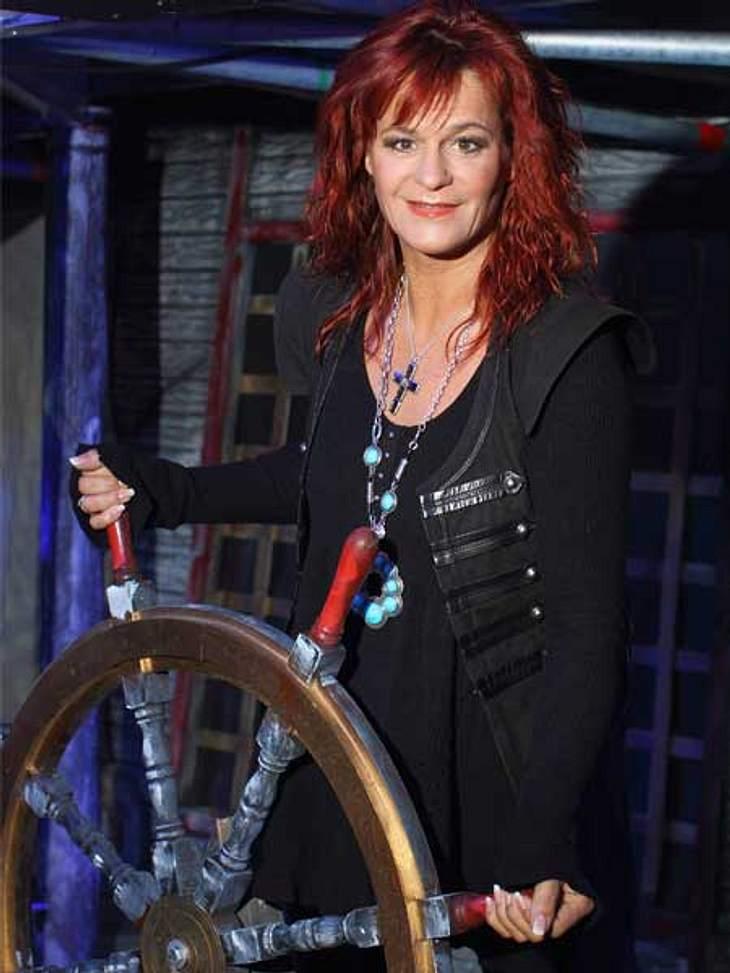 Heiße Piratenbraut: Andrea Berg steuert ihr Schiff.