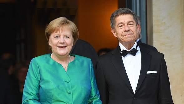 Angela Merkel und ihr Mann Joachim Sauer bei den Bayreuther Festspielen - Foto: Imago
