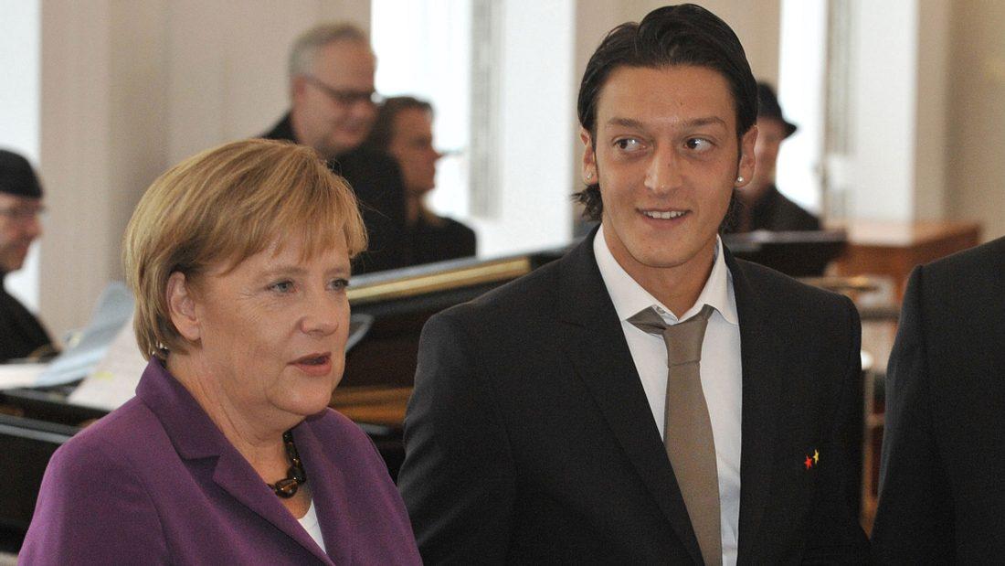 Mesut Özil: Jetzt spricht Angela Merkel!