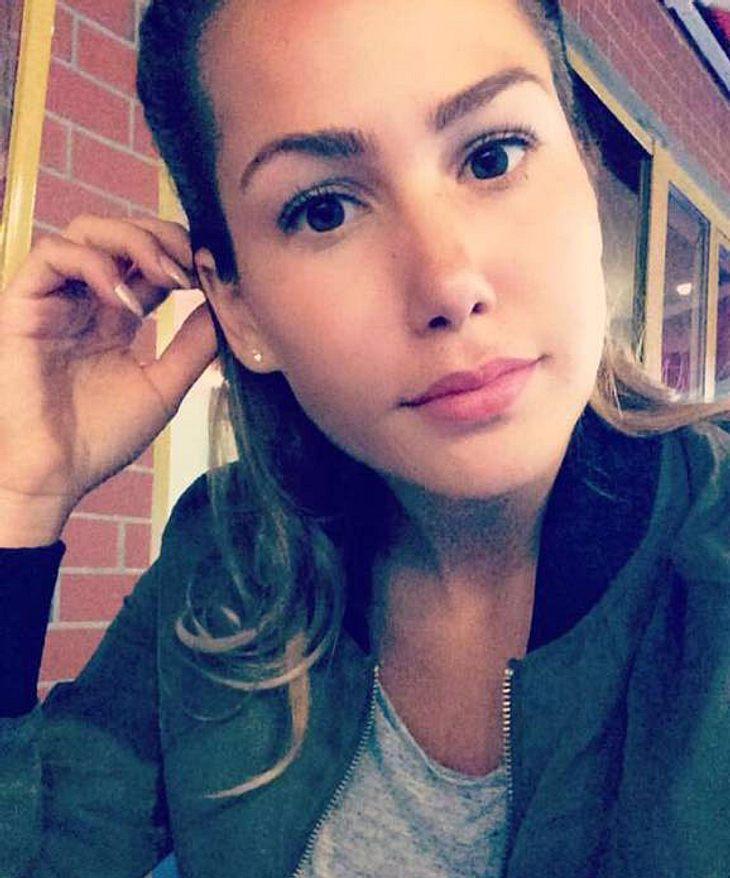 Angelina Heger tröstet sich bei jemand anderem