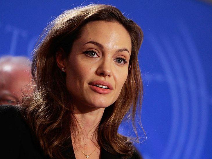 Ihr Kinderlein kommet! Angelina Jolie will angeblich wieder adoptieren. Dass Brad Pitt von diesem Vorhaben alles andere als begeistert sein soll, stört Angie scheinbar wenig... Angelina Jolie: Adoptiert sie jetzt ein kleines Mädchen aus Syr