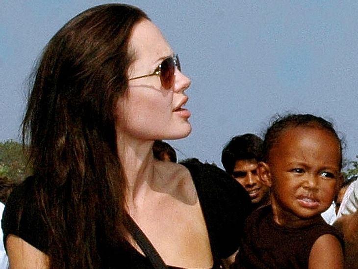 Angelina Jolie besucht mit Zahara gerade ihre Heimat Äthiopien. Das Foto zeigt sie vor drei Jahren im indischen Mumbai