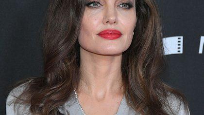 Über 50 Operationen: 19-Jährige will wie Angelina Jolie aussehen - Foto: Getty Images