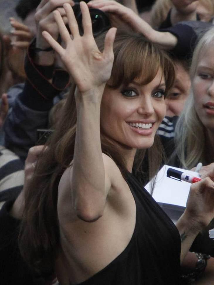 """... bei der Premiere zu """"Salt"""" zeigte Angelina Jolie nämlich diese dürren Ärmchen - ein erbärmlicher Auftritt!"""