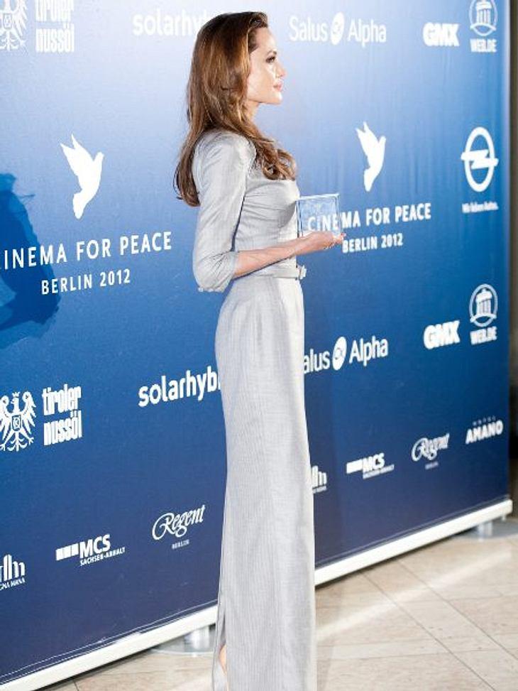 """Magere StarsÄhnlich sieht es in Sechsfach-Mama Angelina Jolie (36) aus. Bei einer Körpergröße von 1,73 Meter wiegt sie nur noch 45 Kilo. Das Resultat eines schleichenden Prozesses. """"Wer einen schönen Körper haben will, muss dafür kämpf"""