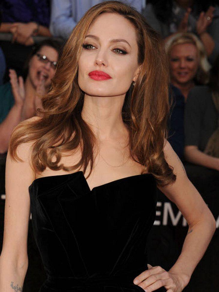 Die Psycho-Krisen der StarsSex-Symbol, Oscar-Preisträgerin, Super-Mom - perfekter geht's kaum! Angelina Jolie (36) hat den schönsten Mann, die süßesten Kinder, bekommt die besten Rollen. Doch hinter der schönen Fassade ist Angelinas Seele a