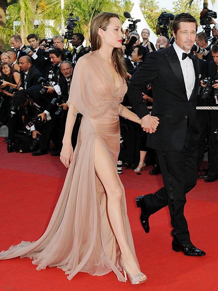 Die Po-Übungen der StarsNoch ein Star im Fitnessbereich ist Gunnar Peterson: er hilft Angelina Jolie dabei, ihren Knack-Po so zu halten, wie er ist. Zu seinen Po-Übungen gehört diese: Aufrecht hinstellen, Füße schulterbreit auseinander, in
