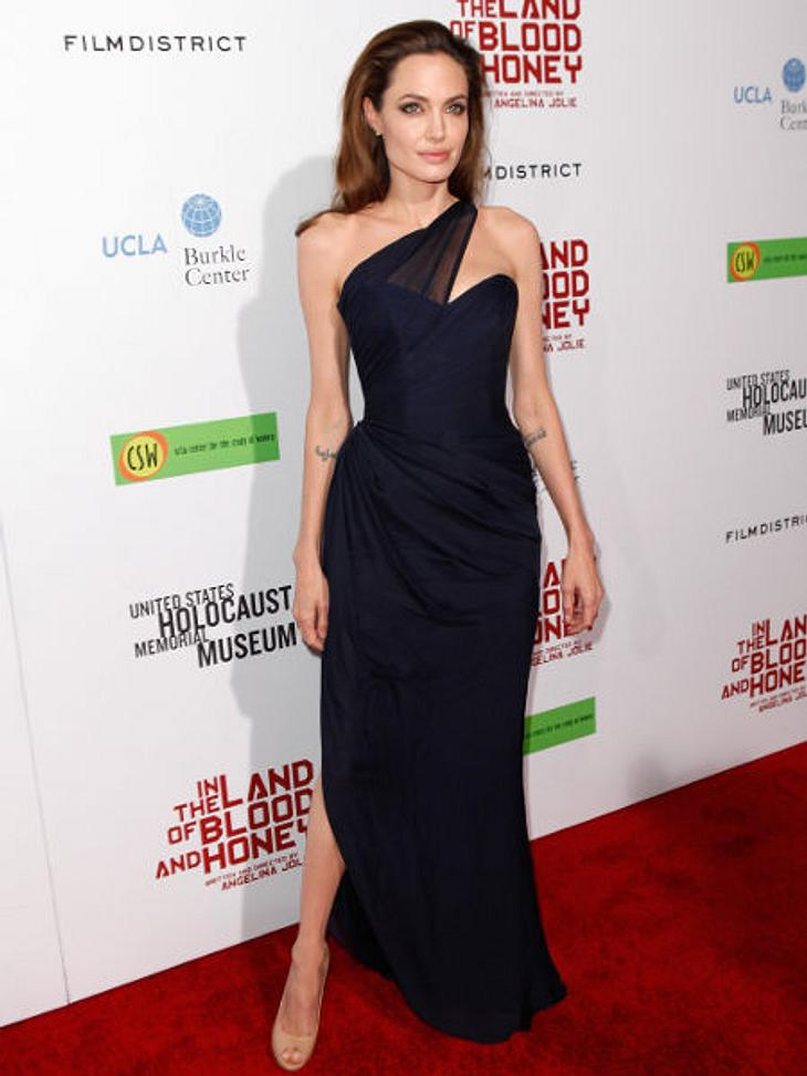 """Die heißen Partykleider der  StarsDas schwarze Maxikleid: Angelina Jolie mag es schlicht und elegant. Ein schwarzes Korsagenkleid mit Chiffondrappierung am Ausschnitt wählte sie für die Premiere ihres Film """"The Land Of Blood And Honey&"""