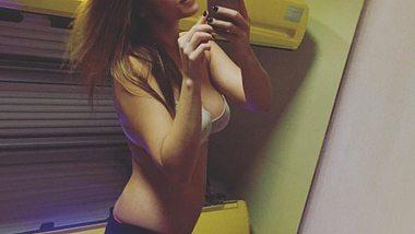 Angelina Posth zeigt stolz ihren flachen After-Baby-Bauch - Foto: Instagram/ angelinaposth