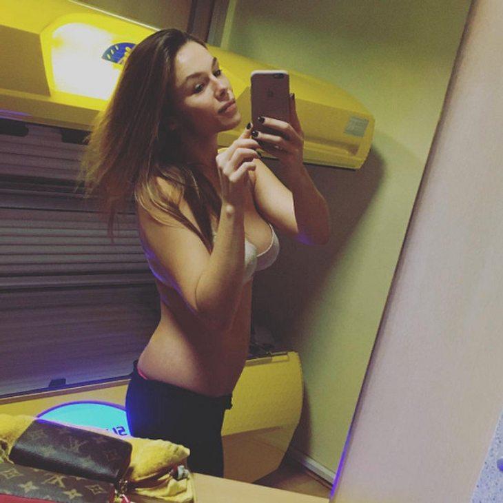 Angelina Posth zeigt stolz ihren flachen After-Baby-Bauch