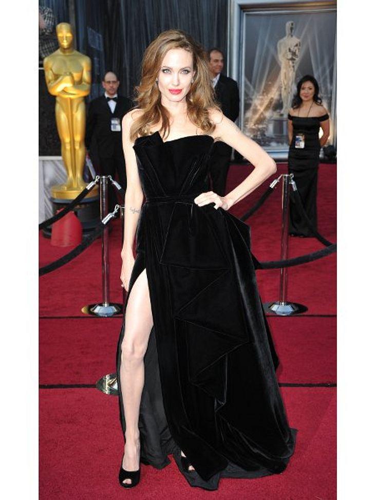 Diese Stars posen immer gleichDieses Bild ging um die Welt: Angelina Jolies (36) zugegebenermaßen etwas seltsame Bein-Schau bei der Oscar-Verleihung sorgte für reichlich Spott und Häme.Ein einmaliger Posing-Fauxpas der Schauspielerin? Von w