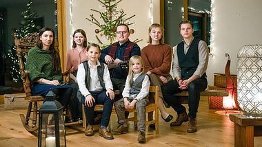 Angelo Kelly und Familie an Weihnachten - Foto: TVNOW / Chris Bucanac