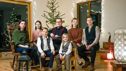 Angelo Kelly und seine Kinder feiern Weihnachten - Foto: TVNOW / Chris Bucanac