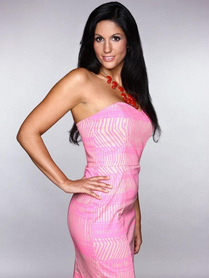 """""""Der Bachelor"""" 2012Die toughe Anja (27) aus Weingarten ist Marketing- und PR-Managerin und ist erst seit kurzem Single. Sie hat dafür auch eine gute Erklärung: """"Ich flöße den Männern oft Angst ein, weil ich sehr selbstständig"""