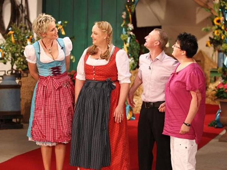 """""""Bauer sucht Frau"""" 2012 - Die PaareJürgen (42), der heitere Hühnerwirt, hatte Hausfrau Sandra (38, rechts) und die Angestellte Anja (45) aus allen Zuschriften ausgewählt. Die offenherzige Schwäbin Anja konnte den Oberfranken mit i"""