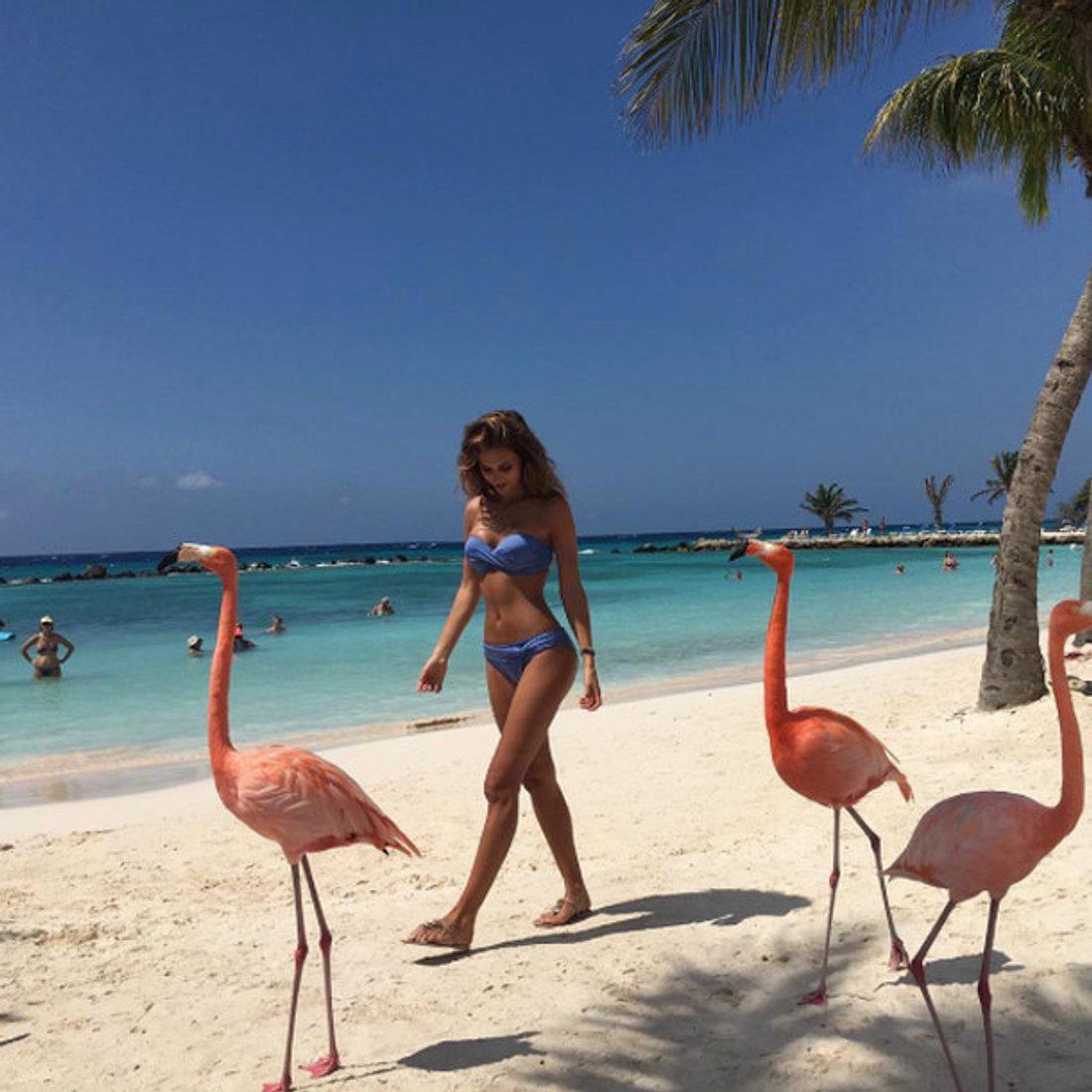 So sexy zeigt sich Ann-Kathrin Brömmel am Strand