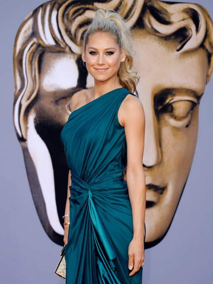 BAFTA Gala DinnerEnrique Iglesias' Freundin Anna Kournikova kam ohne ihren Lebensgefährten und mit fragwürdiger Frisur.