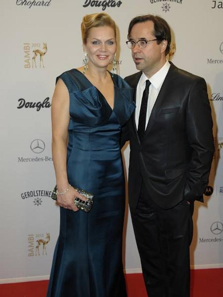 Bambi 2012 - Die Looks der StarsAnna Loos (42) und Jan Josef Liefers (48) glänzen in gedeckten Farben.