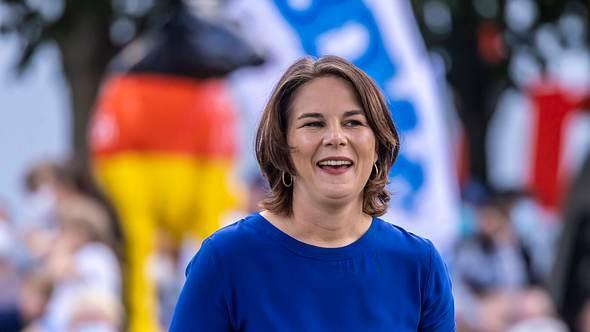 Annalena Baerbock 2021 im Wahlkampf - Foto: IMAGO / Arnulf Hettrich
