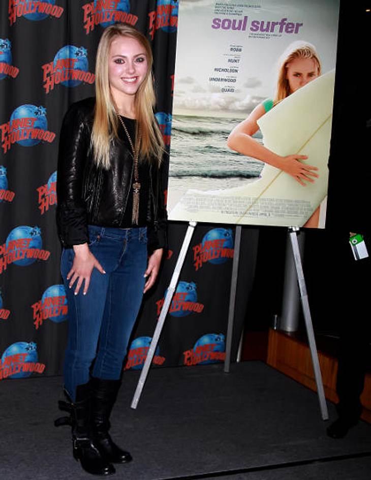 AnnaSophia Robb im Style-CheckJeans, Lederjacke, Boots: Cooler Freizeit-Look, aber so gar nicht Carrie Bradshaw.Fazit: 5 % Carrie