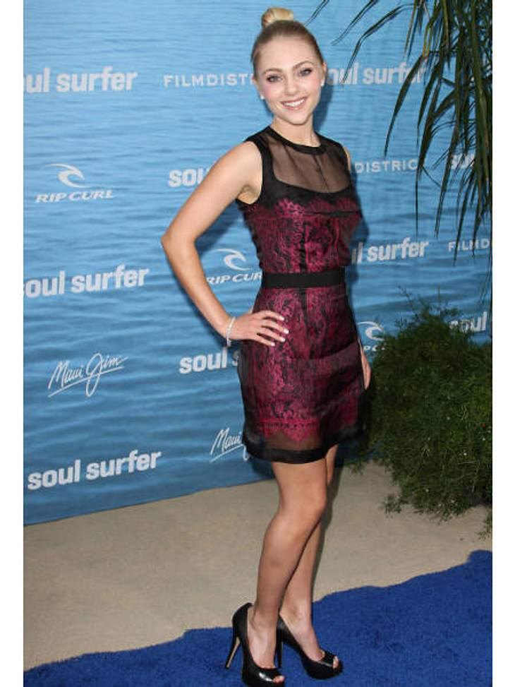 """AnnaSophia Robb im Style-CheckBei der Premiere ihres Films """"Soul Surfer"""" trat AnnaSophia Robb ungewohnt sexy auf: Hohe Heels, Spitzenkleid und Transparent-Look.Fazit: 80 % Carrie"""