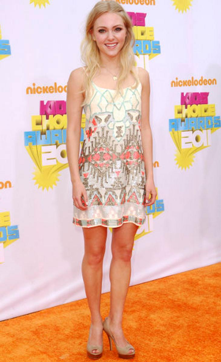 AnnaSophia Robb im Style-CheckZarte Farben, feines Etno-Muster und... High-Heels! Carrie Bradshaw wäre stolz auf AnnaSophia Robb.