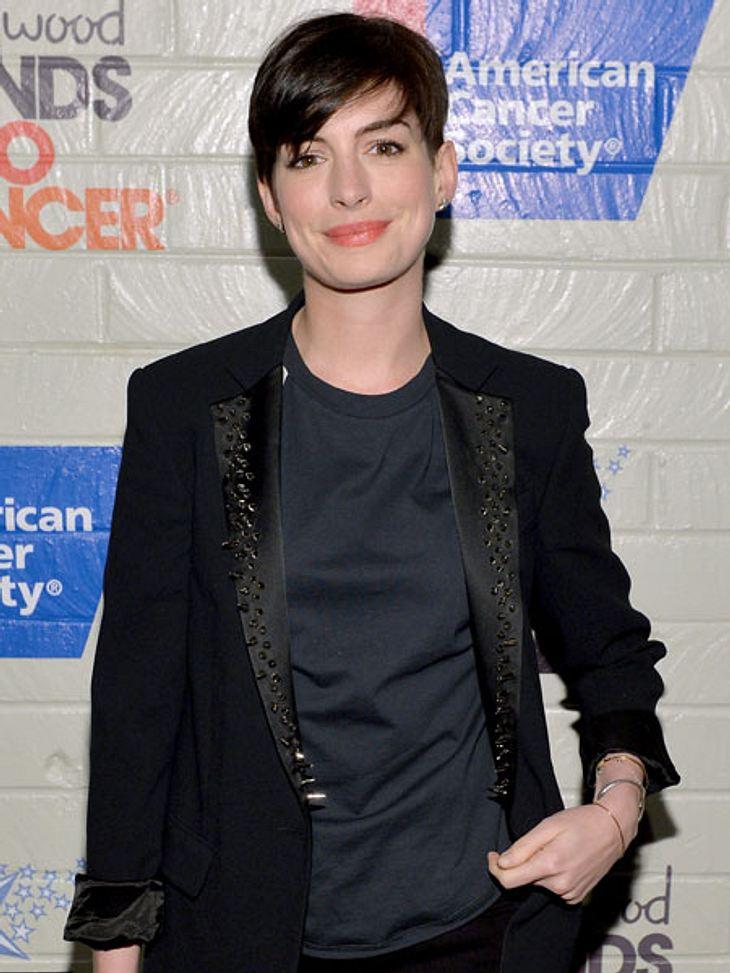 Anne Hathaway meldet sich zurück.