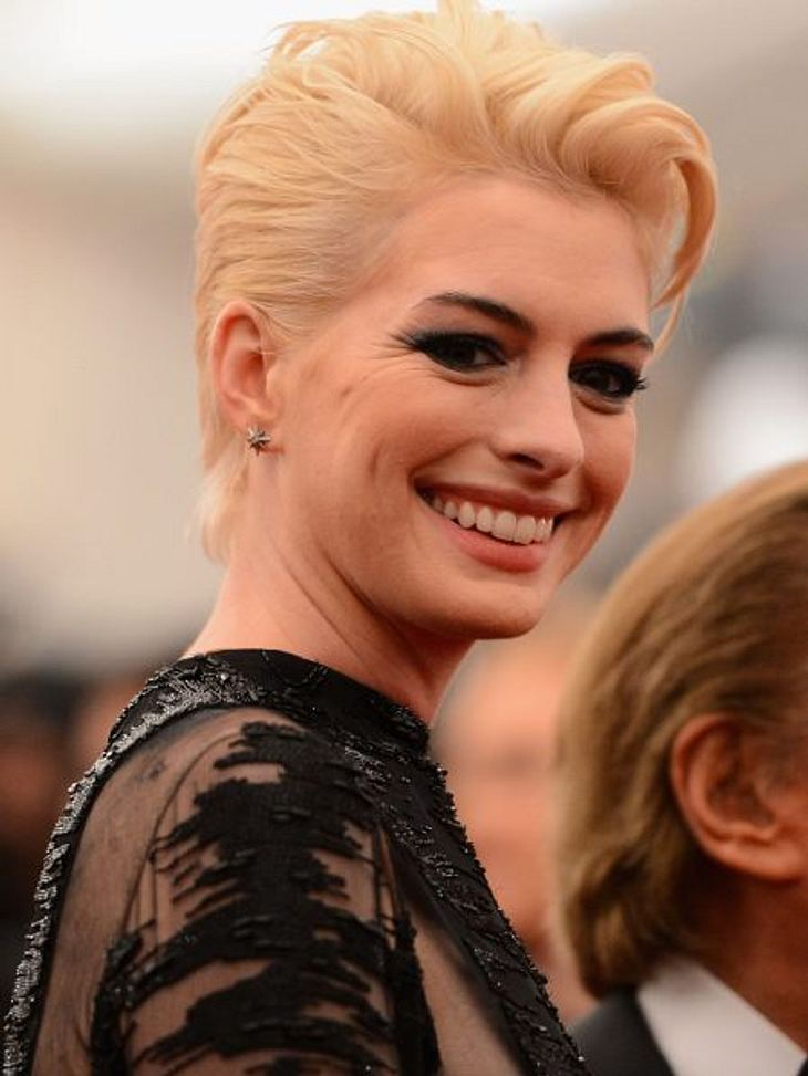 Anne Hathaway ist jetzt blond