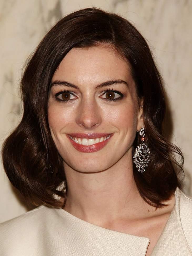 """Anne Hathaway vergibt """"Goldene Tickets"""" zur Oscar-Verleihung."""