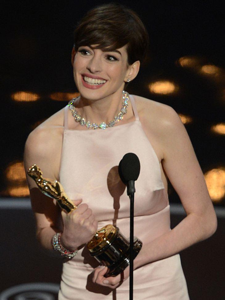 Anne Hathaway gewinnt den Oscar als beste Nebendarstellerin